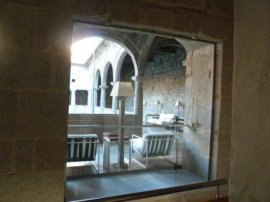 Parador de Santo Estevo: salas de lectura sobre patio