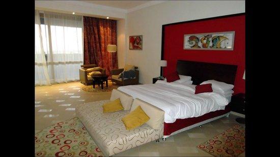 Radisson Blu Hotel, Alexandria: large bed