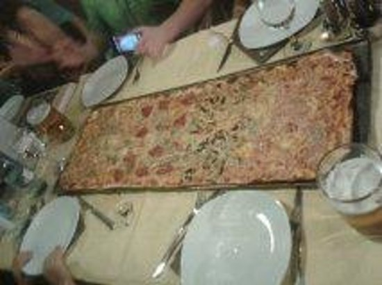 Pizzeria La Nonna: pizza a metros ...!