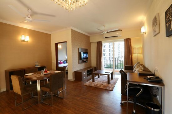 Crest Executive Suites: One Bedroom Apartment