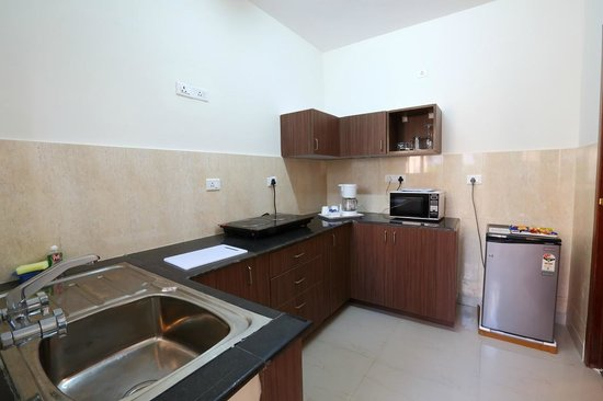 Crest Executive Suites: Private Kitchenette
