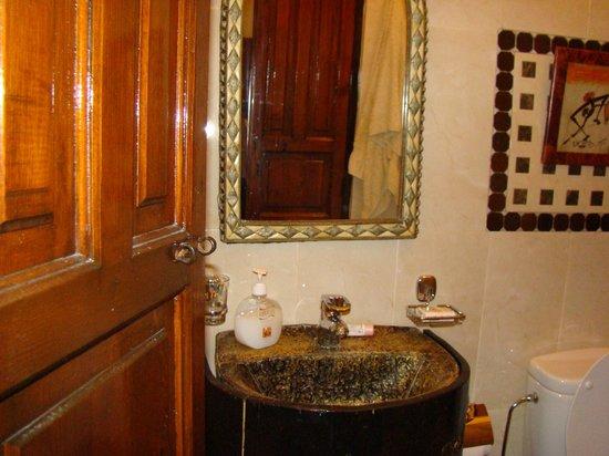 Riad Dar Najat: salle de bain toute mimi