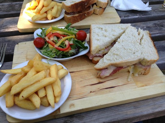 Three Horseshoes Inn: Sandwich, chips and salad on a board