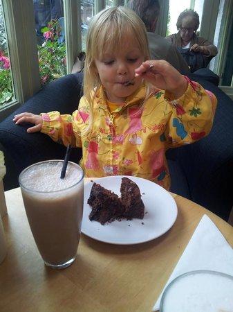 Zest Cafe: cake..............
