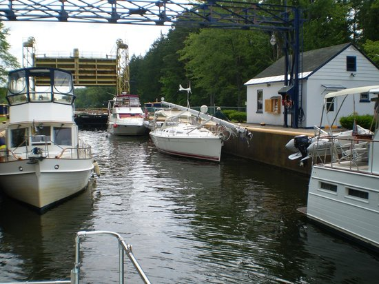 Erie Canal: An unusual sight 6 boats in one lock