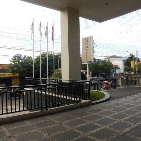 EDU Hostel Jogja: entrance