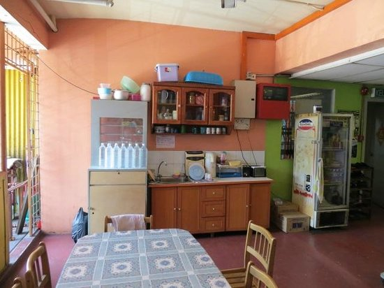 Stay-In Lodge : Small kitchen area for guests