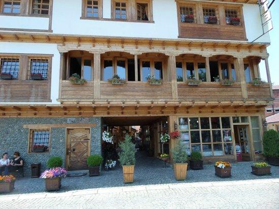 Hotel Carshia E Jupave Voorkant Van Het