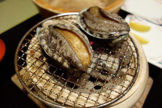 Fukujuso : 鮑の炭火踊り焼き