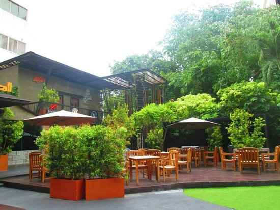 The Tawana Bangkok: Garden Cafe