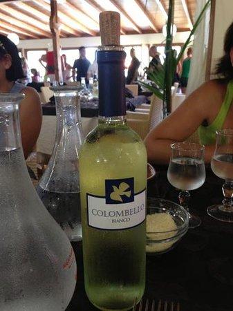 Poseidon Beach Village: bottiglia vino