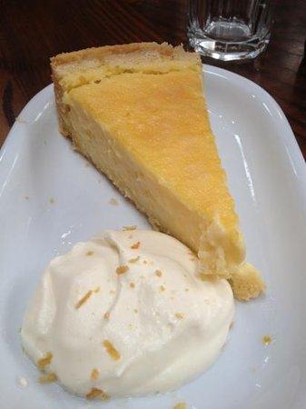 Farmgate Restaurant: lemon cake