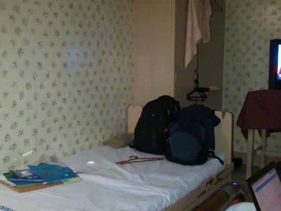 Crown Hotel : bedroom
