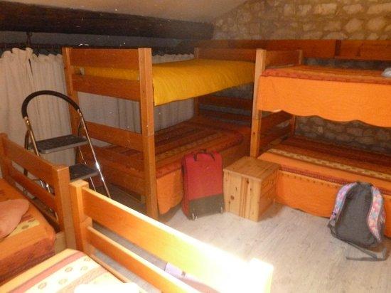 Le Mas des Vertes Rives: Las camas de la buhardilla!!