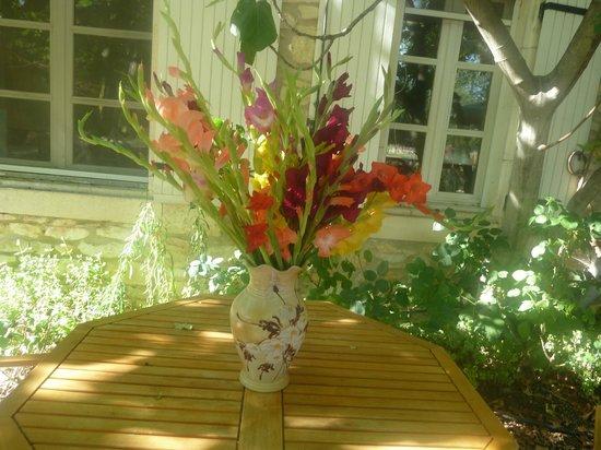 Le Mas des Vertes Rives: Un centro de flores!