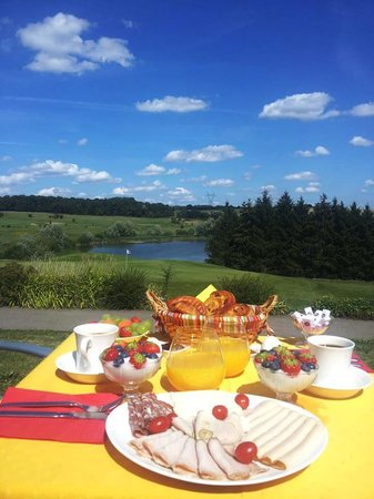 Hostellerie du Chambellan : Breakfast with a View