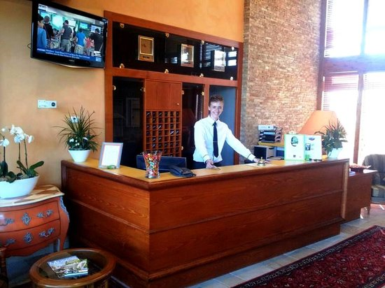 Hostellerie du Chambellan : Reception Desk