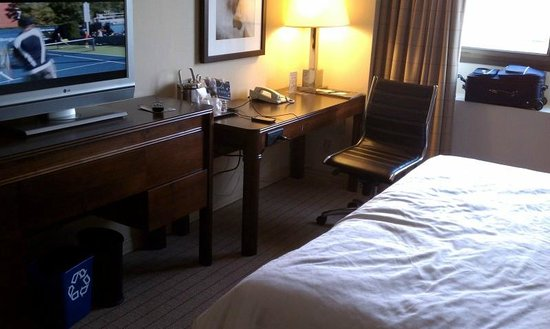 Sheraton Clayton Plaza Hotel St. Louis: Our handicap accessable room-1 king bed