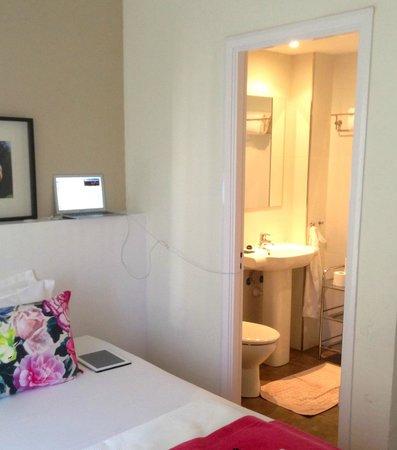 Hotel Feliz: Room 302