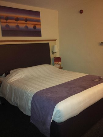 Premier Inn Gloucester Business Park Hotel: Bed