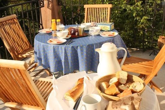 Villa Olianna : Fruehstueck in der Provence in den Vogesen