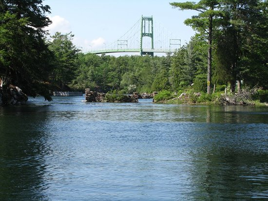 Chuckles Discovery Tours: The beautiful Gananoque Thousand Islands