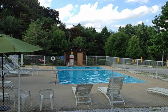 Asheville West KOA: Pool