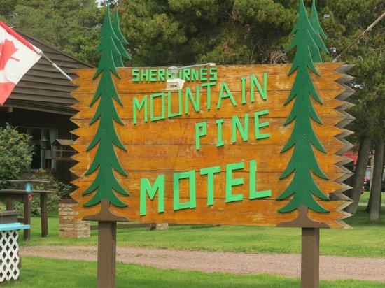 Mountain Pine Motel: Mountain Pines Sign