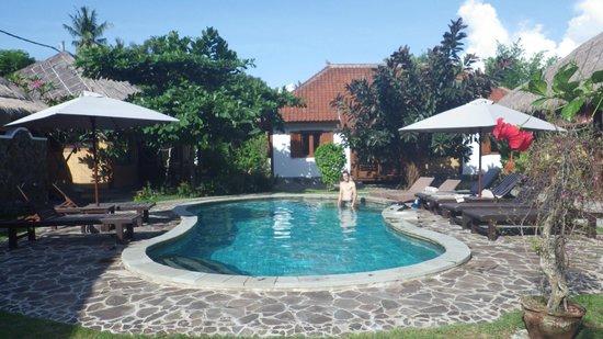 Si Pitung Village : La piscine au coeur des bungalows