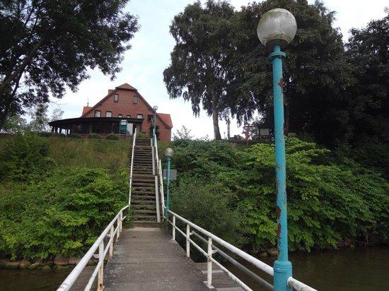 Seehotel Heidehof: Blick vom See zum Hotel