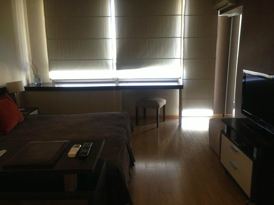 Ayres de Recoleta Hotel: My room - huge windows