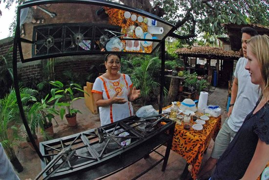 Patio Mexica Cooking School : Monica explains it all