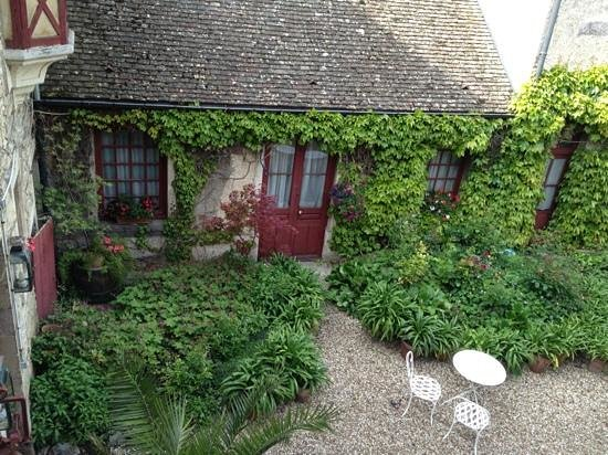 Nuits-Saint-Georges, France : The view from our room looking down to the courtyard.