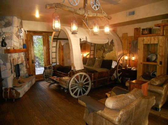 Adobe Grand Villas: How about sleeping in a wagon bed in Sedona?!