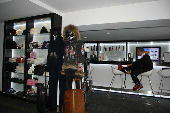 Le Strato : ski room+bar-photorights belongs to Gili Mazza