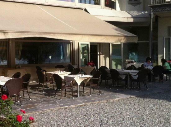 Hotel Villa Flori: Outdoor dining