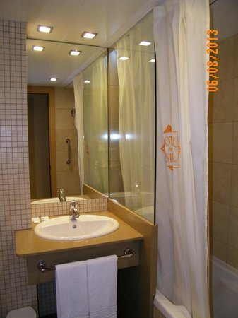 Hotel Espel: El baño de la habitación muy limpio