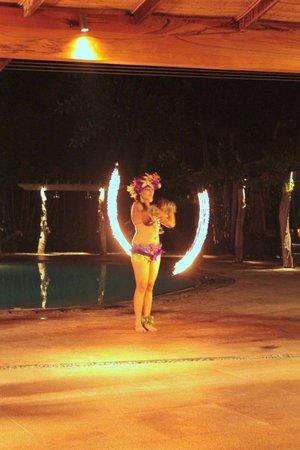 Bluewater Maribago Beach Resort: Poi dancer during dinner at Allegro's Seafood Village night