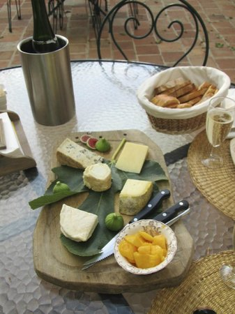 Villa Aurenjo : Cheese platter