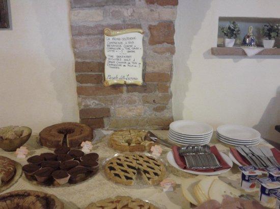 Agriturismo Casale delle Lucrezie: sala colazione