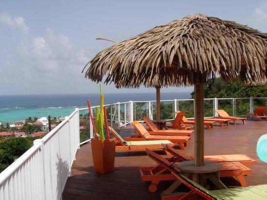 Hôtel Le Soleil Levant : la terrasse piscine