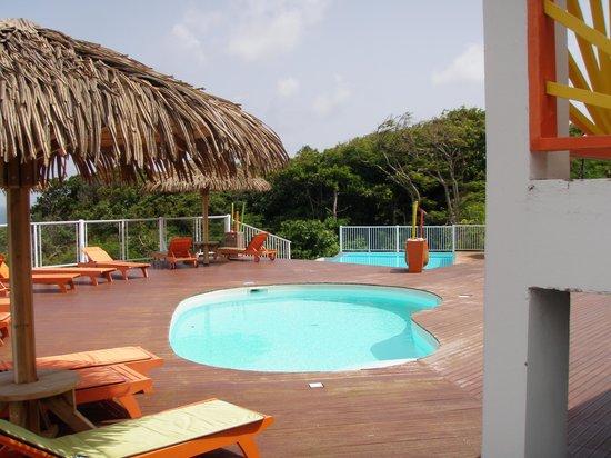 Hôtel Le Soleil Levant : piscine