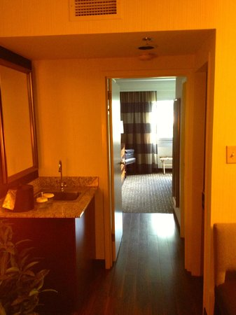Embassy Suites by Hilton Atlanta - Buckhead: Bar area.