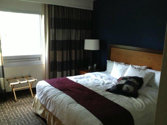 Embassy Suites by Hilton Atlanta - Buckhead: Bedroom.