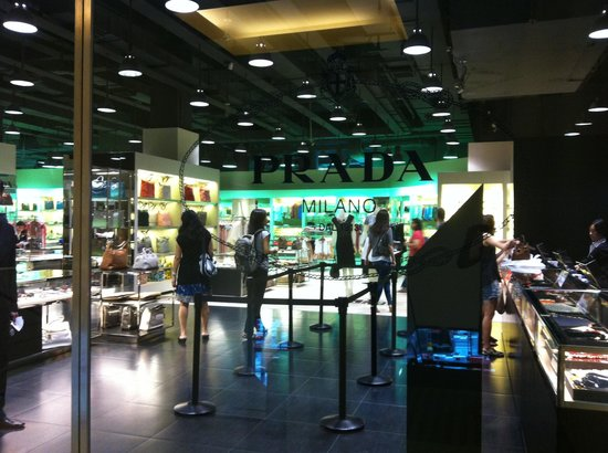 Prada Outlet (Space)