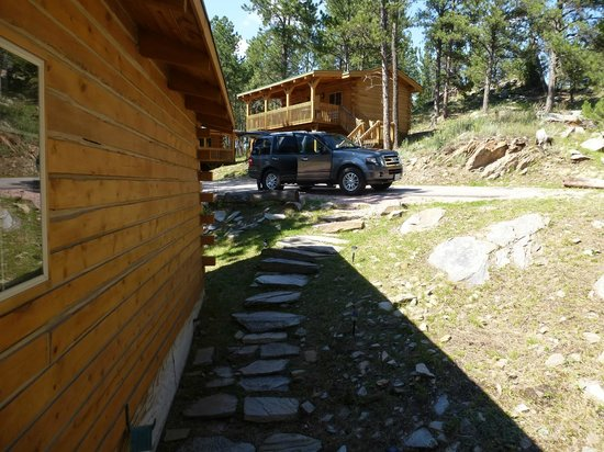 Rock Crest Lodge: Steps to our parking space