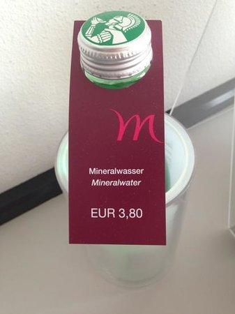 mineralwasser im zimmer kostet extra bild von mercure bregenz city bregenz tripadvisor. Black Bedroom Furniture Sets. Home Design Ideas