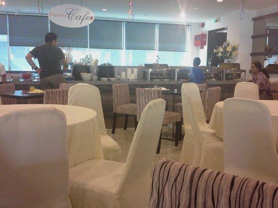 AmanSari Express Hotel: Dining