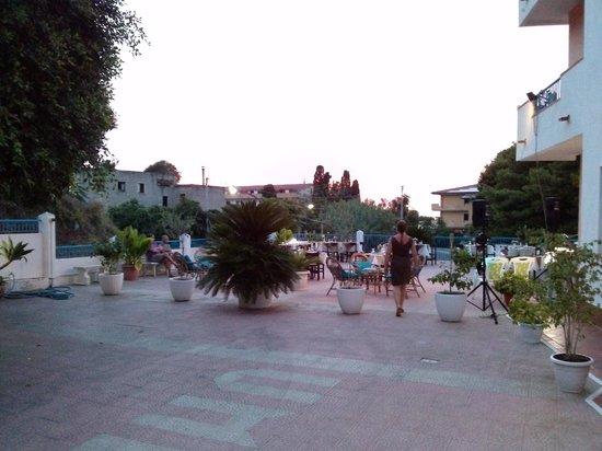 Hotel Umberto: tavoli all'aperto per il buffet di ferragosto