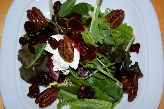 Trailhead Resort: Micro greens salad candied pecans